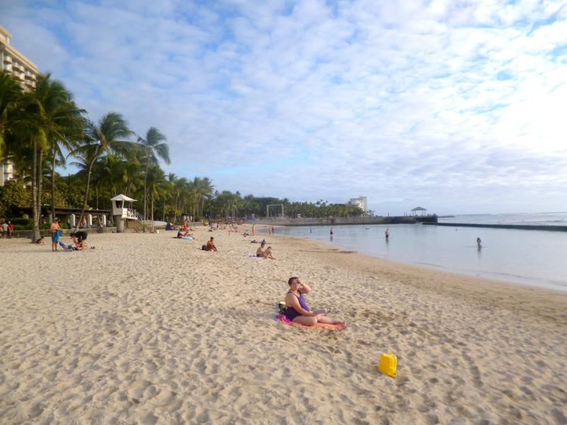 Der berühmte Waikiki Beach auf der Insel Oahu auf Hawaii