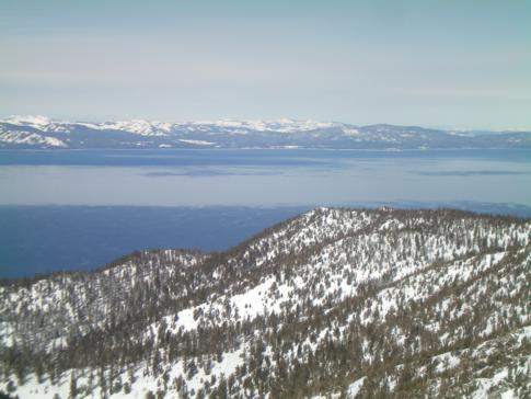 Blick vom Gipfel des Sky Express auf den Lake Tahoe