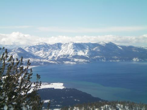 Blick vom California Trail Lookout Point auf den Lake Tahoe