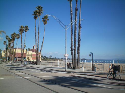 Die Beach Street in Santa Cruz, nördlichstes bedeutendes Urlaubsziel am Highway No. 1