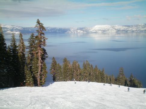 Ausblick von der Piste Chute Lake auf den Lake Tahoe