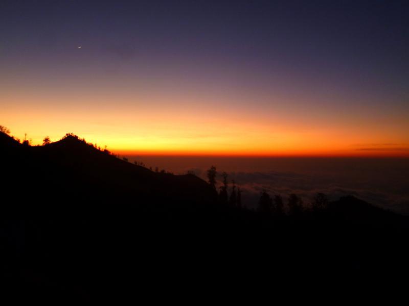 Sonnenuntergang im Bergmassiv des Mount Rinjani