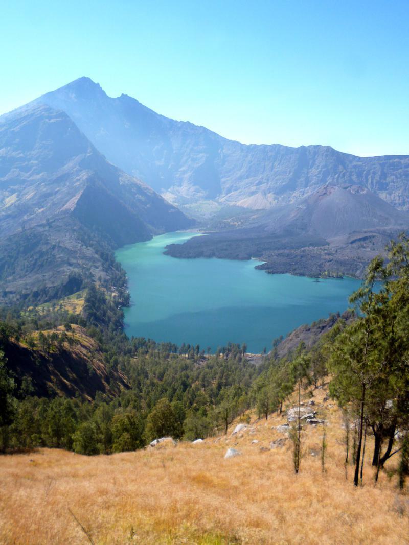 Blick auf den Kratersee, die so genannte Caldera, des Mount Rinjani