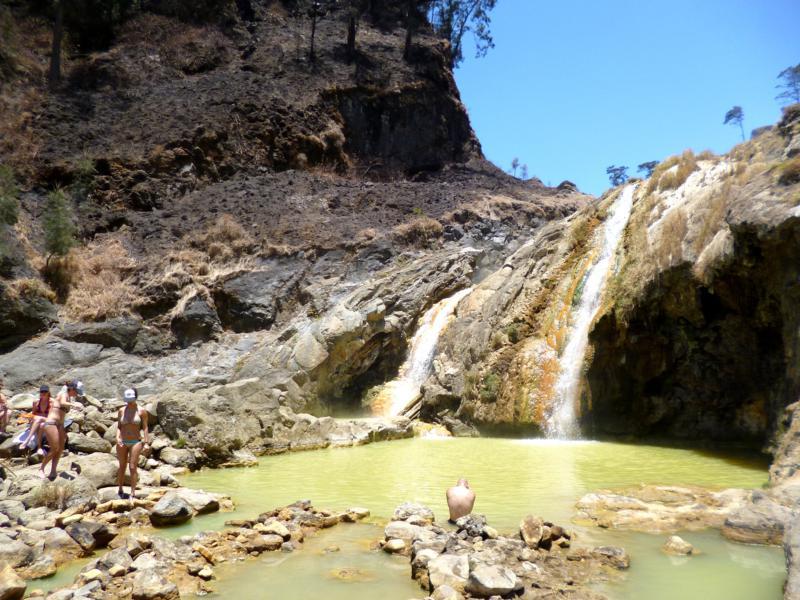 Heiße Quellen in der Nähe des Kratersees