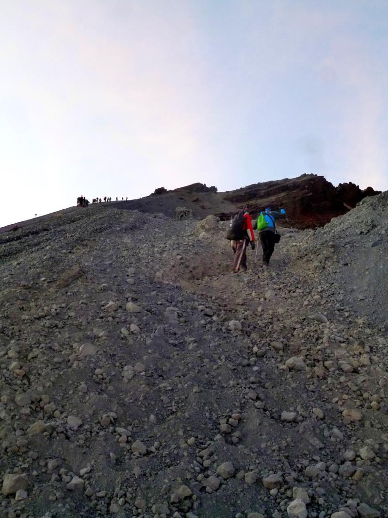 Der anstrengende und beschwerliche Aufstieg zum Gipfel des Mount Rinjani auf Lombok