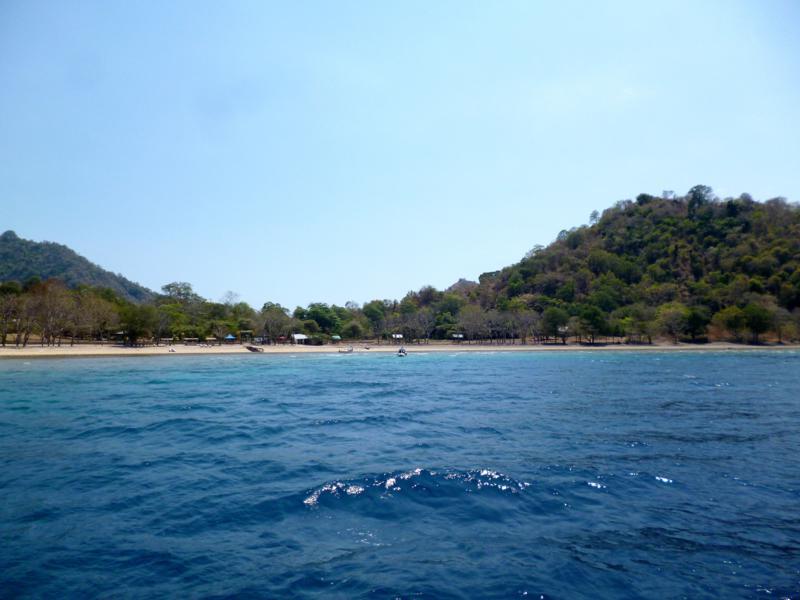 Blick auf Satonda Island auf dem Weg von Lombok nach Flores