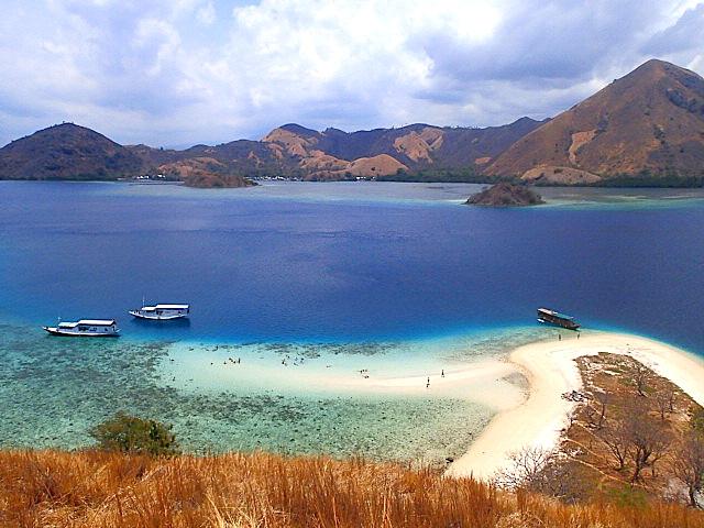 Paradiesische Insel kurz vor der Küste von Flores