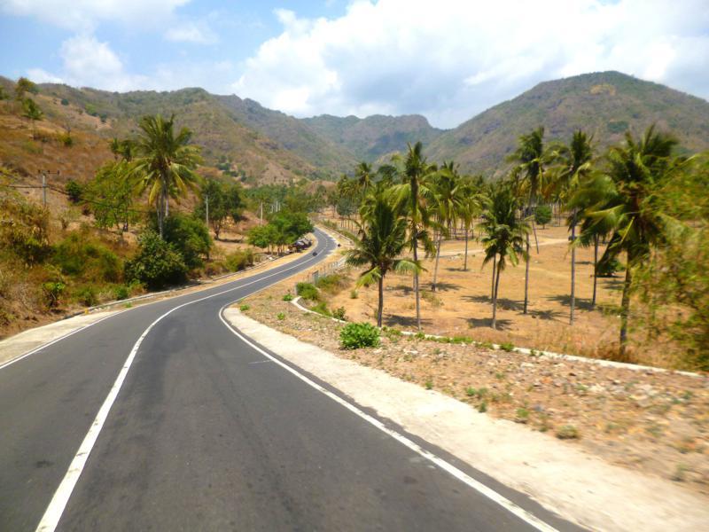 Traumhafte Straßen auf der Insel Lombok zwischen Senggigi und Bangsal