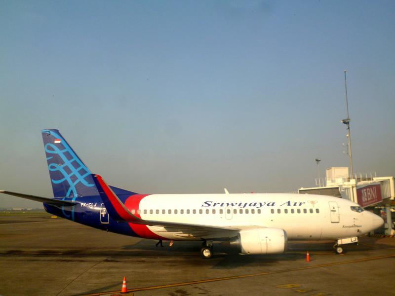 Ein Flugzeug der Driwijaya Air am Flughafen von Jakarta