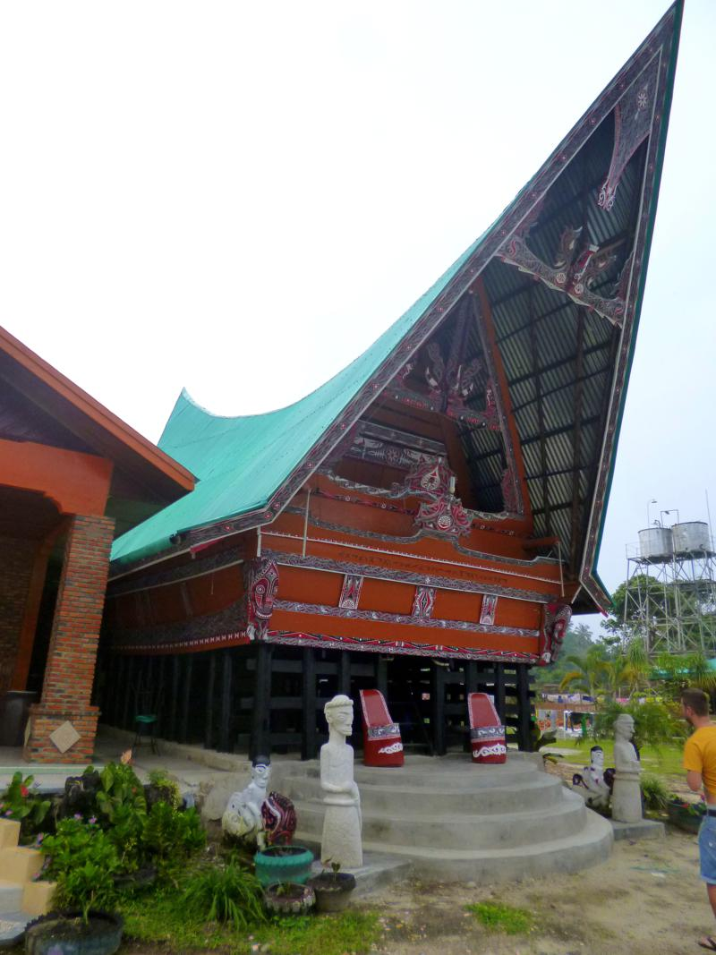 Traditionelle Batakhäuser am Tobasee auf Sumatra