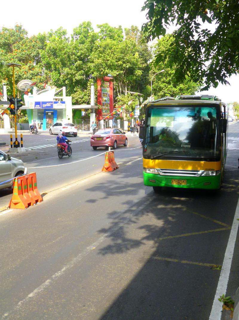Das moderne TransYogya-Bussystem in Yogyakarta in Indonesien