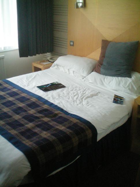 Ein Doppelzimmer im Hilton Isle of Man Hotel