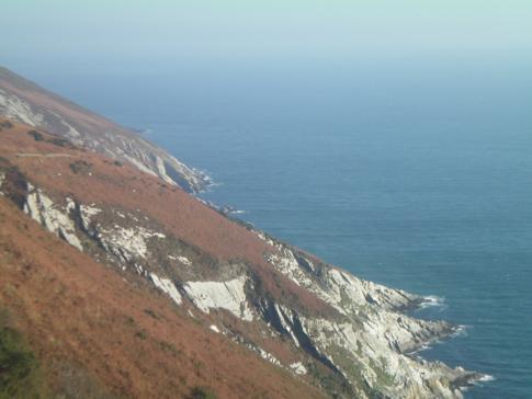 Die interessanten Küstenformen der Isle of Man während der Fahrt mit der Manx Electric Railway
