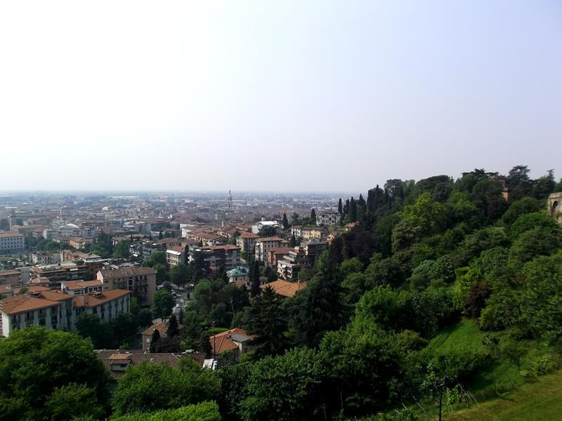 Ausblick von der Oberstadt auf Bergamo