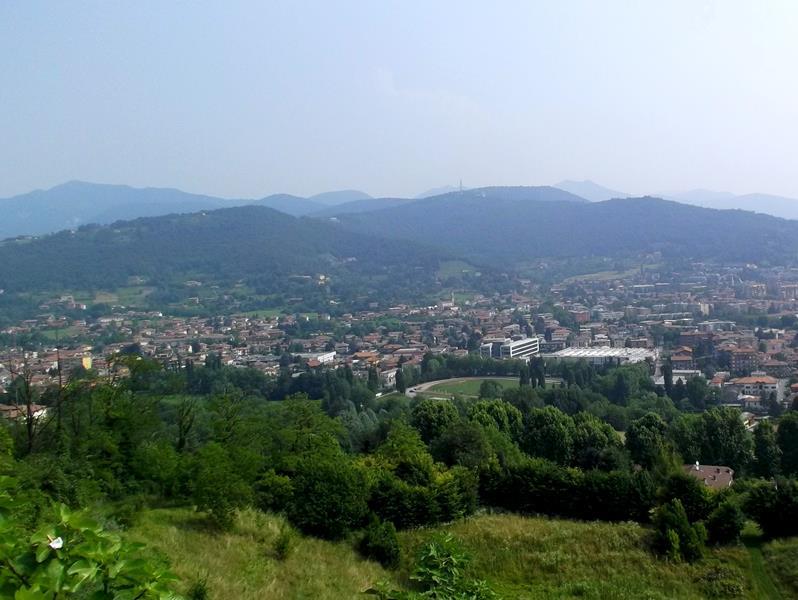 Ausblick von der Citta Alta auf Bergamo