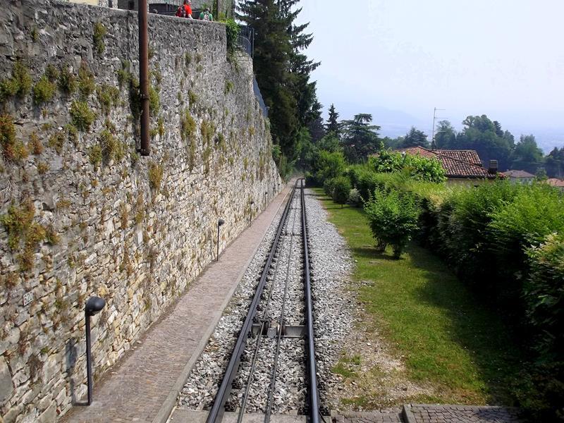 Eine der Standseilbahnen von Bergamo
