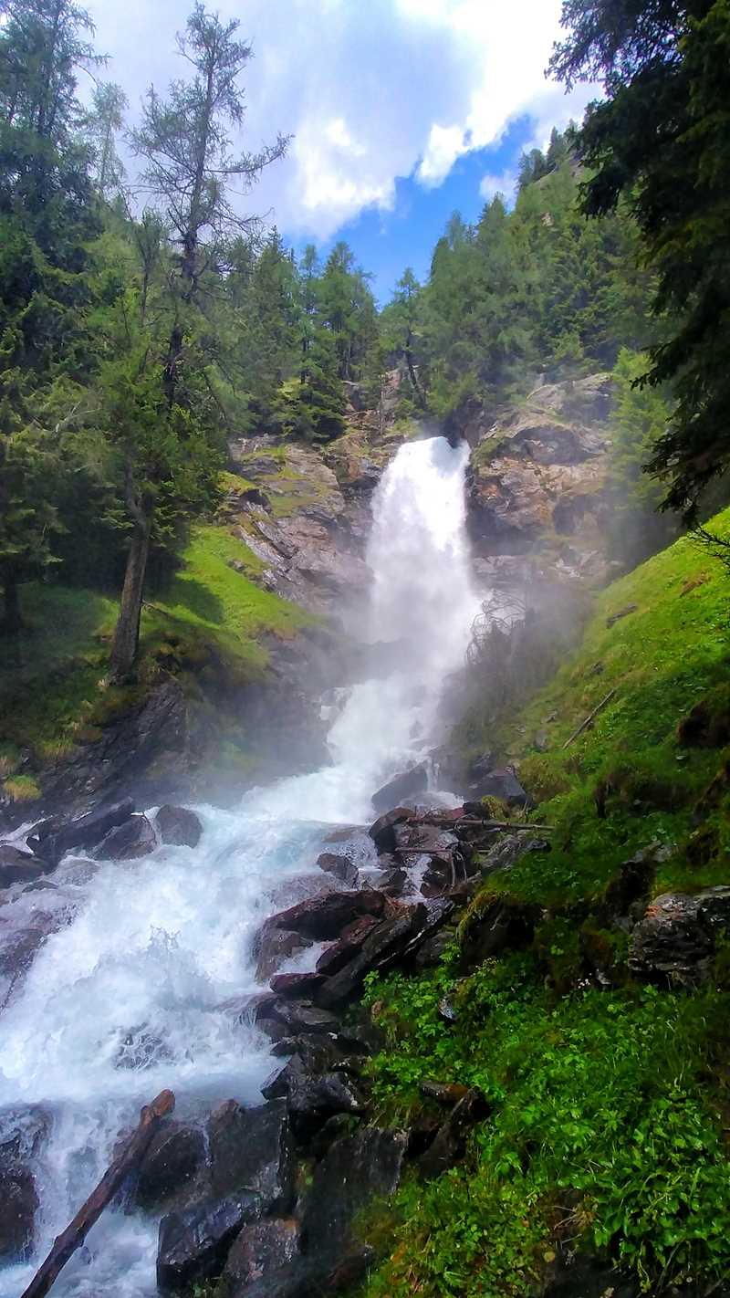 Der Wasserfall Cascata del Saent im Val di Rabbi in Trentino