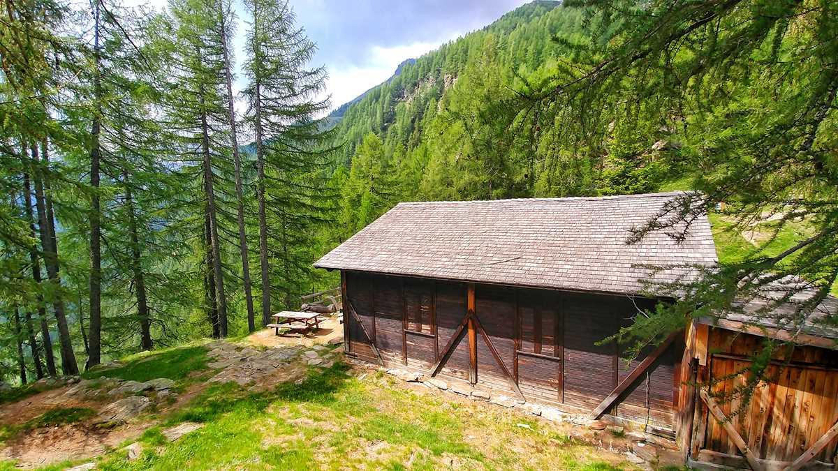 Das beeindruckende Val di Rabbi in Trentino in den Dolomiten von Italien