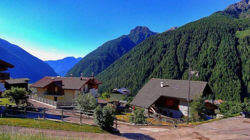 Ausblick von unserer Ferienwohnung im Val di Rabbi auf die Berge Trentinos