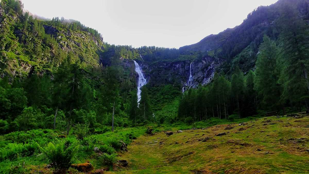 Wanderung im Val di Rabbi zum Wasserfall Cascate Valorz