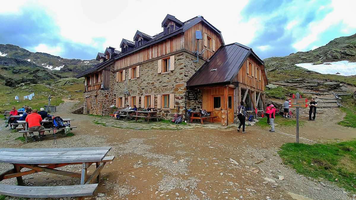 Die Edelweisshütte Refugio Stella Alpina am Rabbijoch