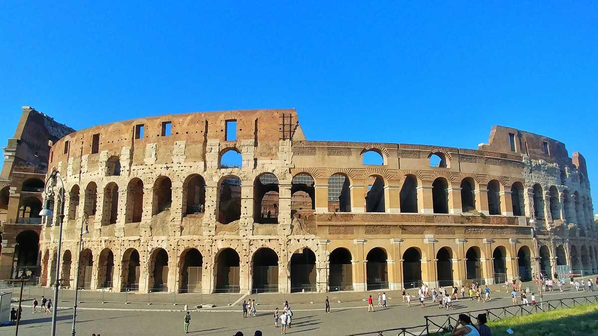Das berühmte Kolosseum, eine der Haupt-Sehenswürdigkeiten in Rom