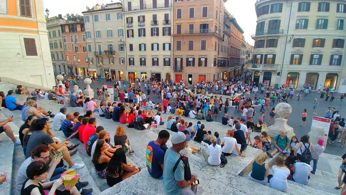 Over-Tourism in Rom an der spanischen Treppe