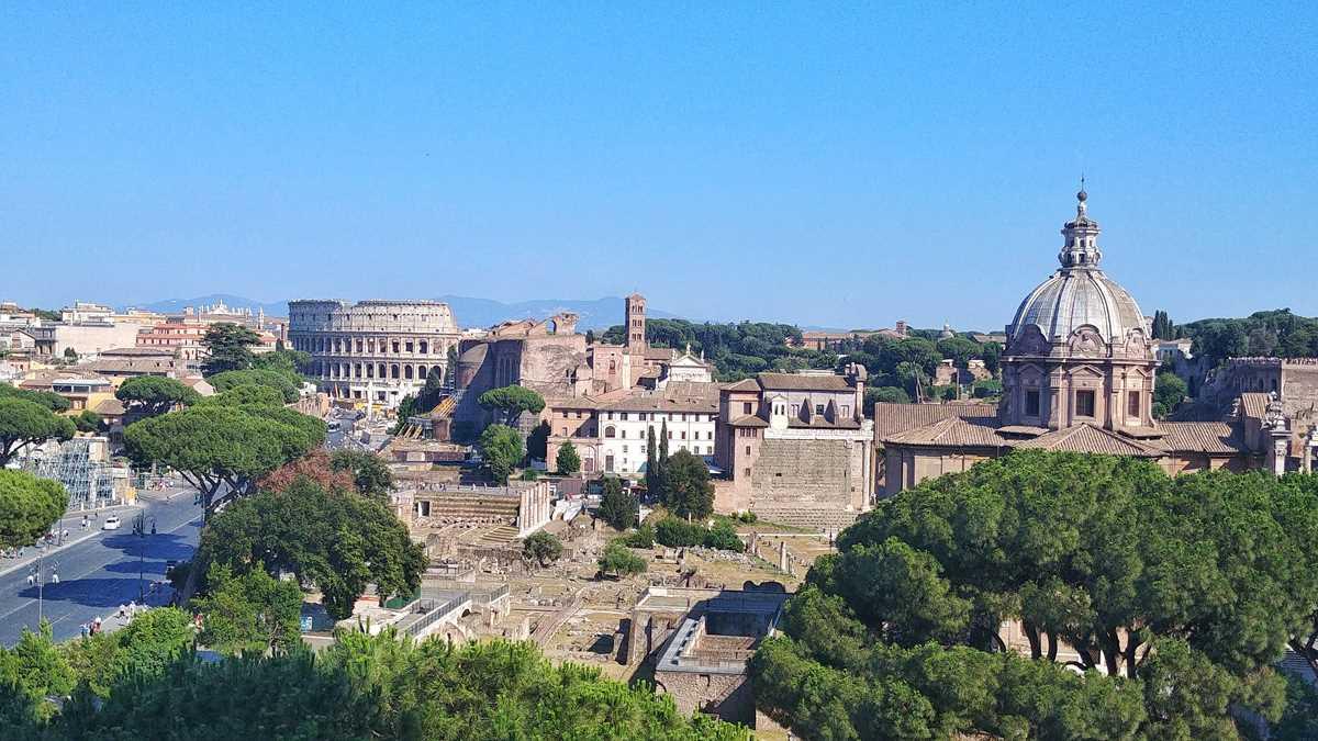 Der historische Ausblick vom Nationaldenkmal Viktor Emmanuel II. in Rom