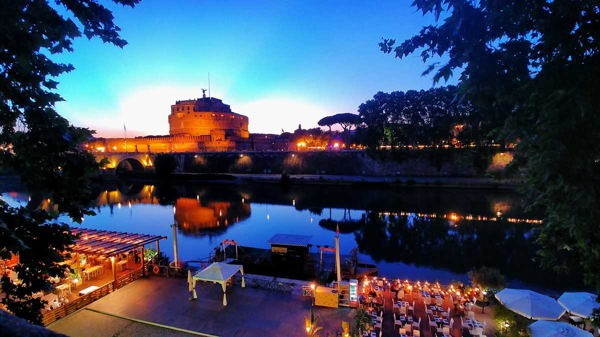 Der Tiber am Abend bei unserer Tour durch Rom
