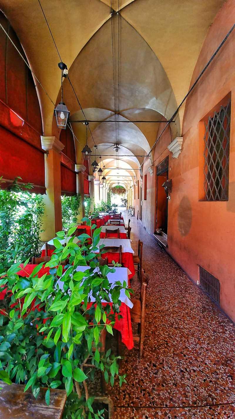 Die hübsche und historische Altstadt von Bologna im Norden von Italien