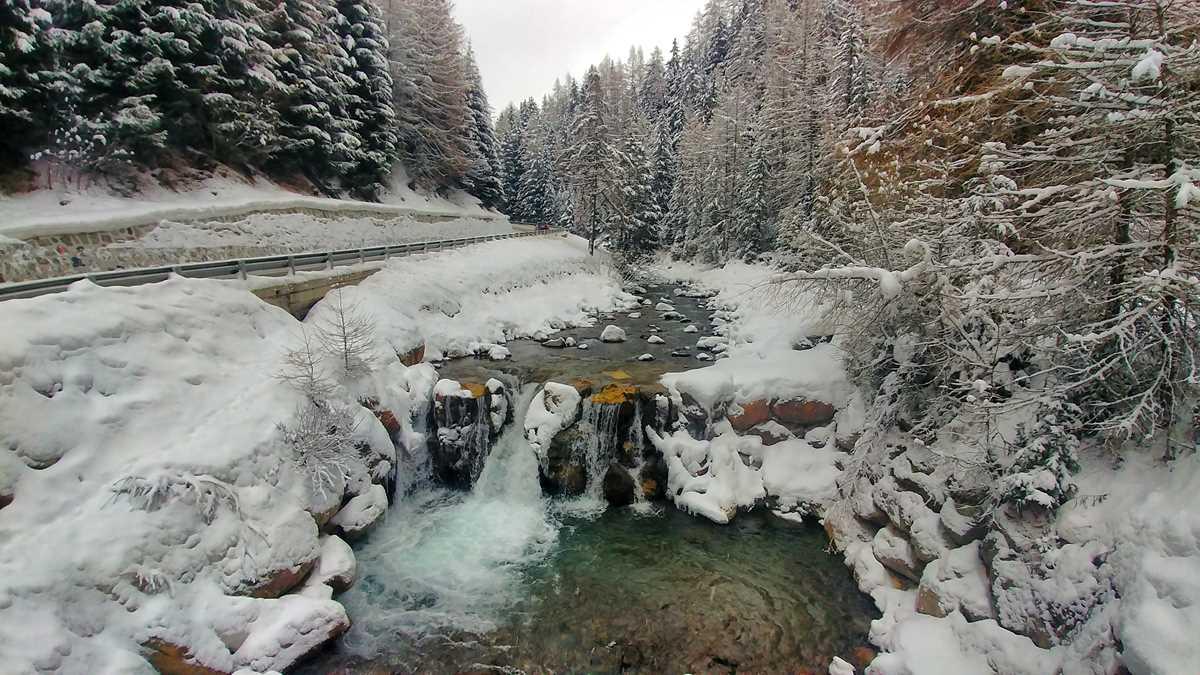 Das verschneite Langtauferer Tal im Nordwesten von Südtirol nahe des Reschensees