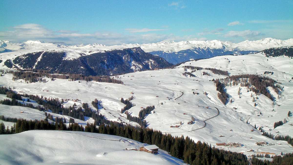 Blick über die Seiser Alm im Südtiroler Winter