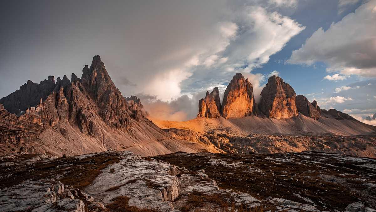 Die Drei Zinnen im gleichnamigen Naturpark, eine der Natur-Sehenswürdigkeiten in Südtirol
