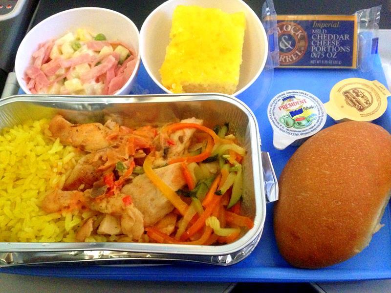 Das Standard-Essen auf der Langstrecke in der Economy Class bei JetairFly
