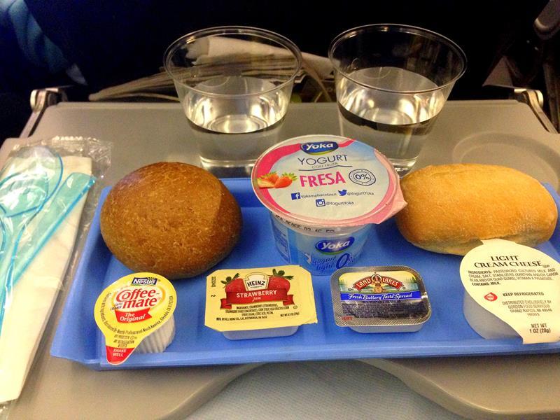 Das Frühstück auf der Langstrecke in der Economy Class bei JetairFly