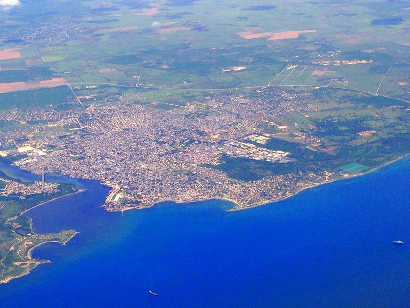 Ausblick auf San Pedro de Macoris auf dem Flug mit JetBlue von Santo Domingo nach San Juan