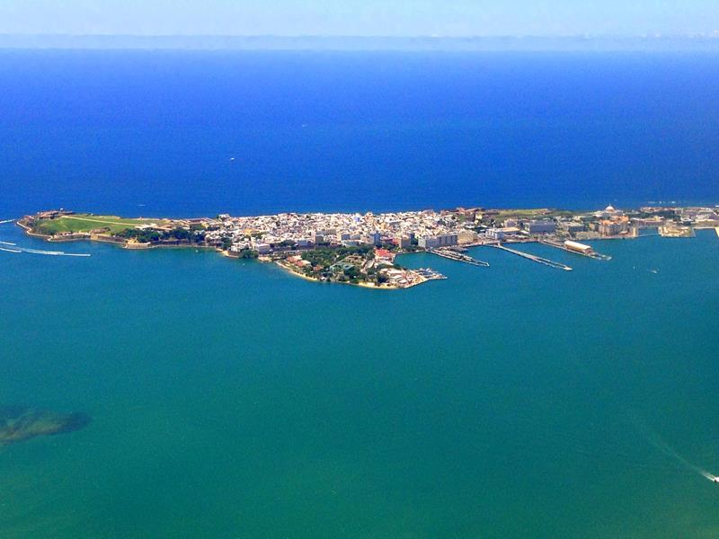 Ausblick auf San Juan auf dem Flug mit JetBlue von Santo Domingo nach San Juan