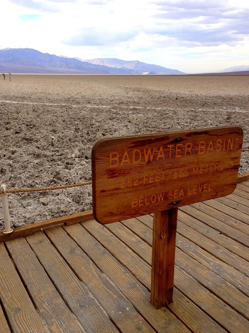 Das Badwater Basin, der tiefstgelegene Punkt der USA und der westlichen Hemisphäre