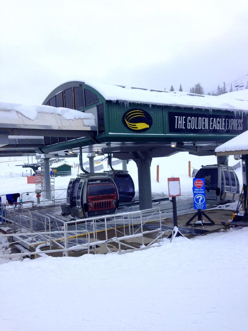 Der Golden Eagle Express im Kicking Horse Mountain Resort in Kanada