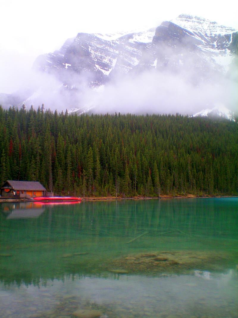 Der Lake Louise im Sommer, eine der schönsten Seen Kanadas