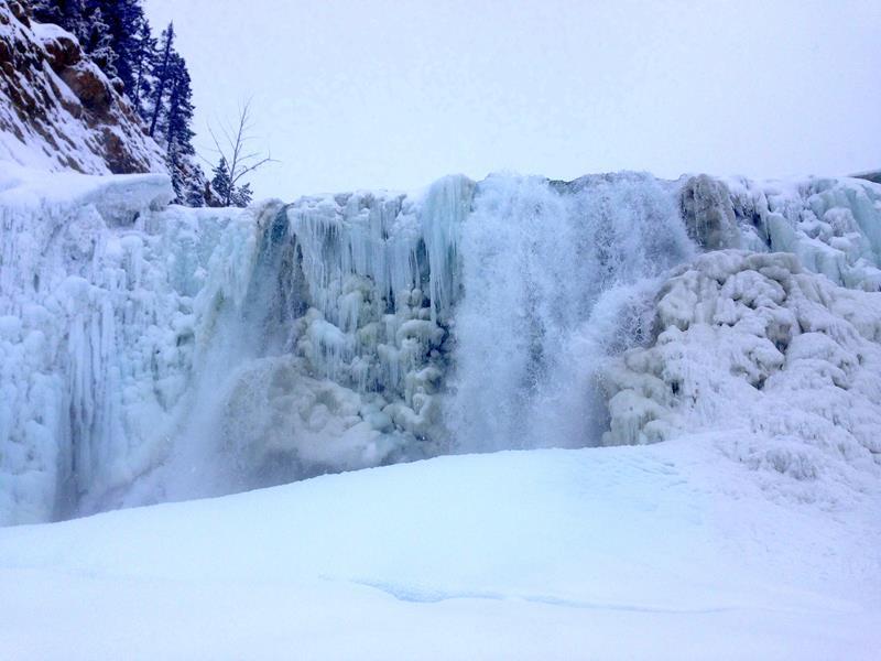 Winterliche Wanderung zu den Wapta Falls im Yoho National Park