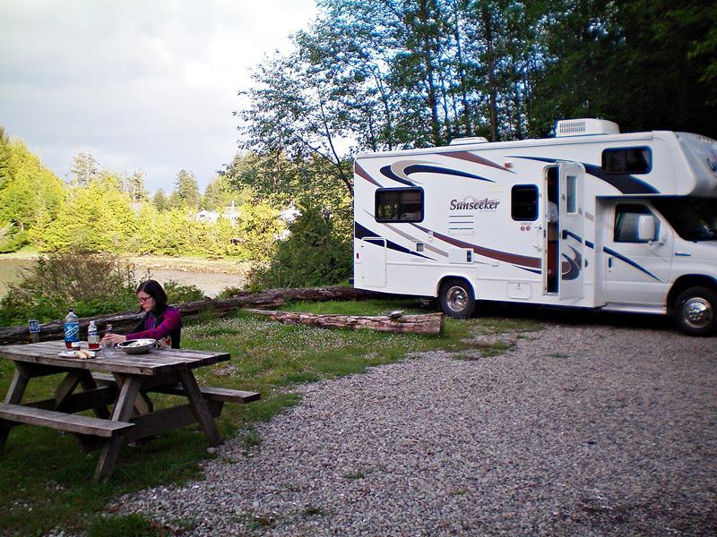 Outdoor-Frühstück auf einem Campground in Kanada