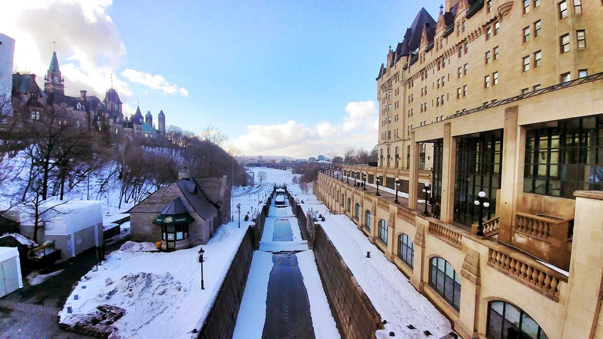 Blick auf die Schleusen vom Rideaukanal zum Ottawa River