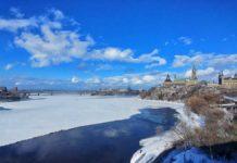 Traumhafter Blick auf den Ottawa River sowie das kanadische Parlament