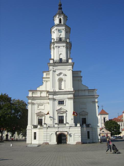 Das Rathaus und der Rathausplatz in Kaunas
