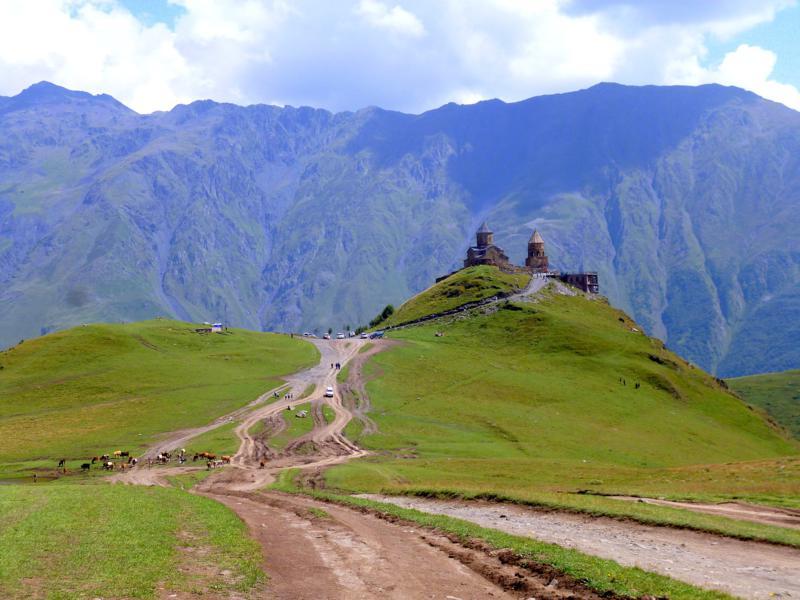 Die Zminda Sameba, die Dreifaltigkeitskirche in Kazbegi
