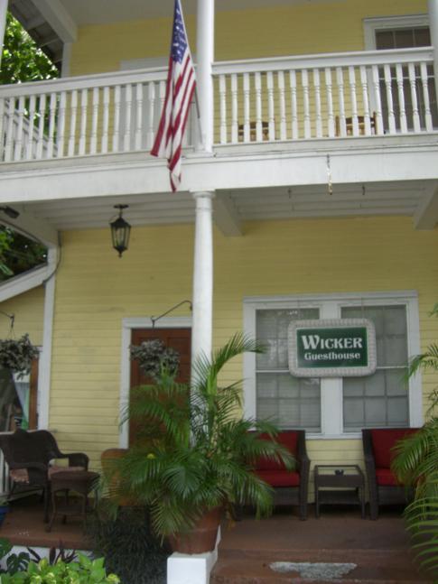 Das Wicker Guesthouse in der Frontansicht von der Duval Street