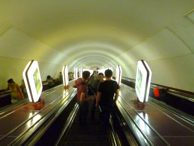 Die Kiewer Metro liegt beeindruckend tief - 2 Minuten Rolltreppe ist somit keine Seltenheit