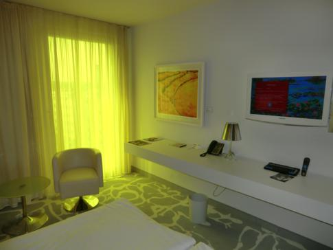 Ein Standard-Doppelzimmer im art'otel Cologne in Köln