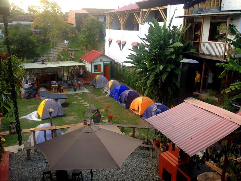 Zelte während der Hochsaison im Hostel Estrellas de Agua